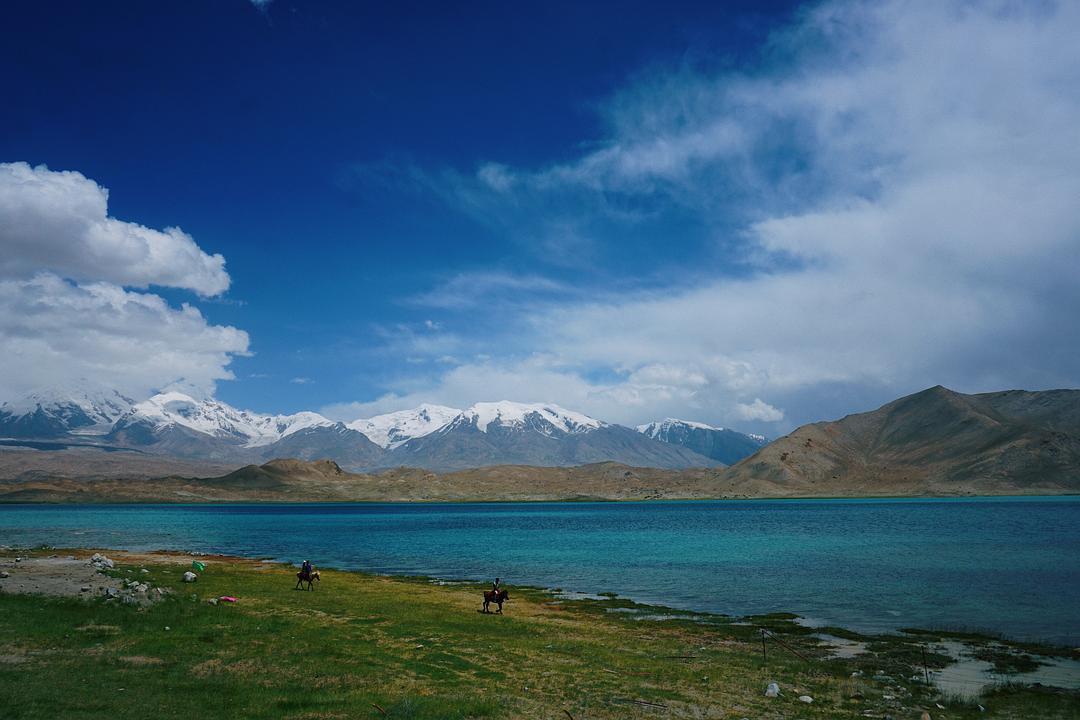 帕米尔高原上的卡拉库里湖