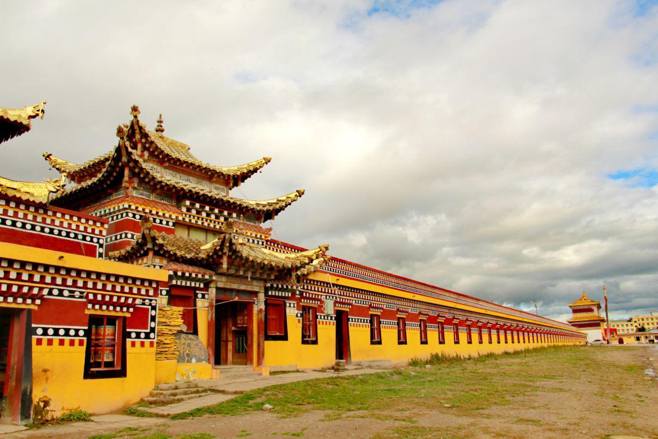 格尔登寺,阿坝县的寺庙瑰宝