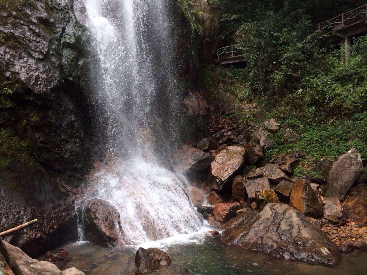 巨龙一样的瀑布,就在遂昌神龙谷景区