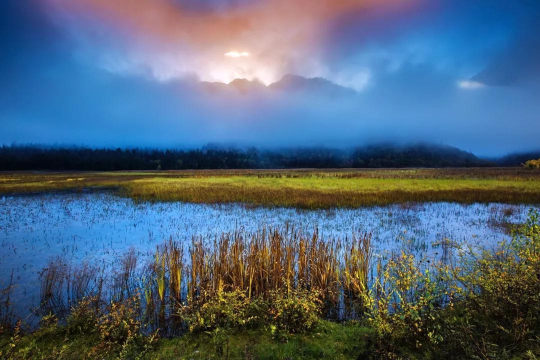 集九寨沟和黄龙景色的,神仙池嫩恩桑措