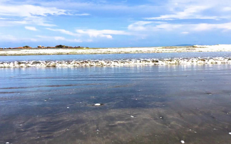 只有澳门有黑沙滩?广东黑沙湾了解一下!
